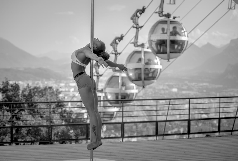 [La Bastille] Démo pole dance 12/07